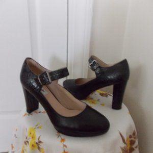 Clarks Narrative black leather shoes pumps size 9M
